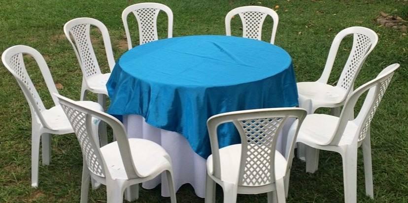 Mesa com tampão e toalha para locação em Barra Mansa